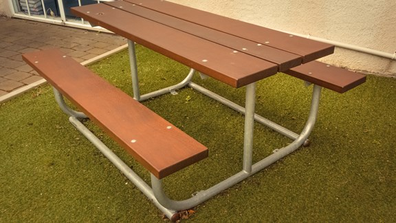 Table with metal frame 2.jpg